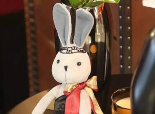 6月17日玩High了︱看史上最大牌时尚兔子如何庆祝生日