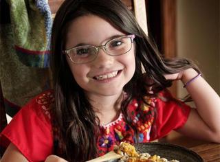 美国7岁小女孩,吃过世界195个国家650多道美食