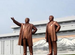 谁为朝鲜造雕像?