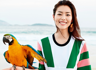 【时装片】刘雯的超模范儿玩到里约,咋还撩上鹦鹉了?