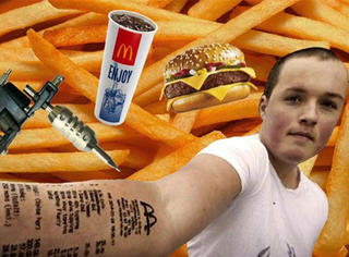 他在胳臂上纹了个麦当劳收据,一下成了行走的活招牌