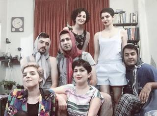 为了尊重女性,反对歧视,伊朗的这些男生戴起了头巾