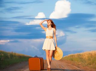 妹子们暑假去旅游,通关时经常能被搜到的几款明星化妆品...