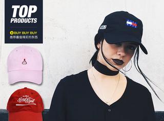 【买买买】蕾哈娜的棒球帽竟然对人竖中指,但是女孩纸们对它的喜欢却不停!