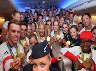 当英奥代表团回到英国,就在取托运行李的那一刻... 懵逼了