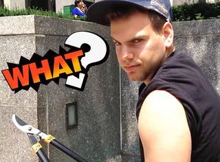 纽约男子癖好怪异,喜欢剪别人的自拍杆