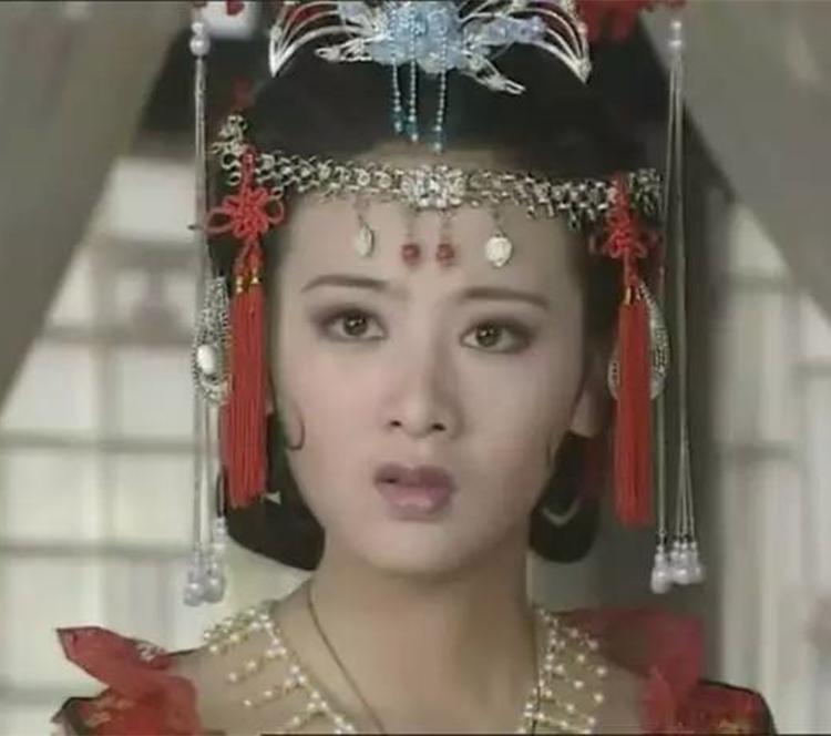 16年前她和黄奕同时成名,如今黄奕婚姻复杂,她二婚自得其乐