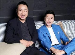 刘国梁马龙拍了一组迷之好笑的大片,怎么看都像于正抱着倒霉熊!