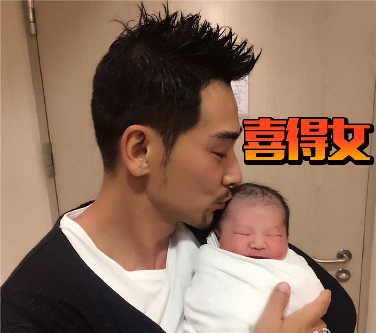 赵文卓老婆生下第三胎,恭喜女儿月亮女神的降临!