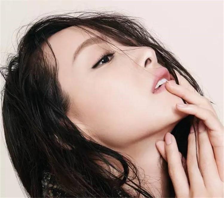 """和杨洋传绯闻,和吴亦凡激吻牵手!她却说自己""""谢绝炒作""""?"""