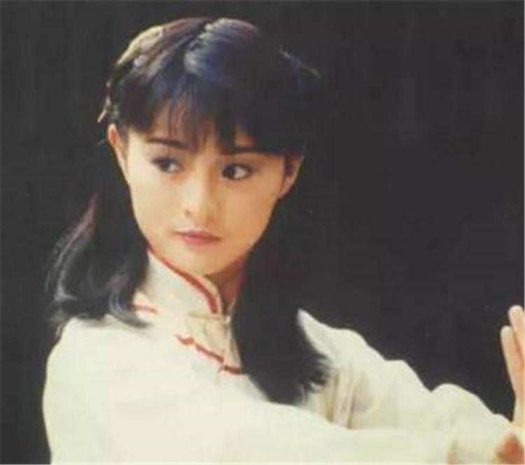她是香港最美的功夫女星,出轨干儿子被捉奸在床...10年前她的乱伦恋才叫精彩!