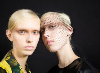收!这是一封来自巴黎时装周的妆发挑战,你敢接?