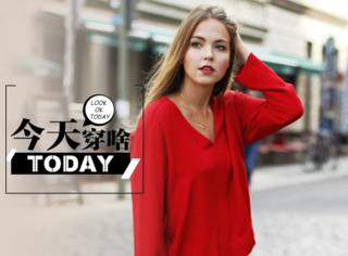 【今天穿啥】国庆红配上侧边运动裤,做一个五好青年!