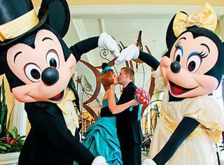 在迪士尼办场童话婚礼,你也可以当回王子和公主!