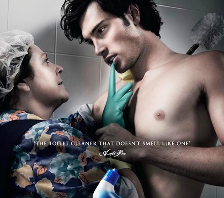 保洁阿姨和裸男在卫生间激情?这广告真是色香味俱全了!