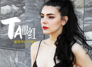 她是来自葡萄牙的冰山美人,只用黑白两色就把自己穿成了时尚达人!
