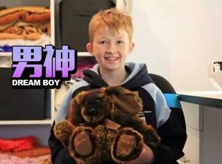 澳大利亚第一暖男,3年做了800多只玩具送给小病人