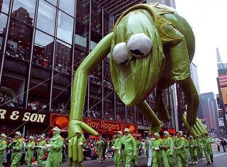 先不说吃不吃火鸡,这些感恩节游行上的气球简直能吓die人