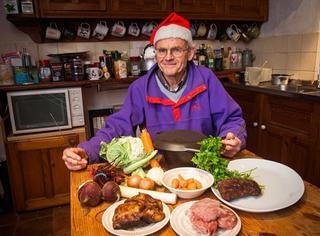 他的圣诞大餐为烤鲸鱼,曾吃过海豚狐狸黄鼠狼