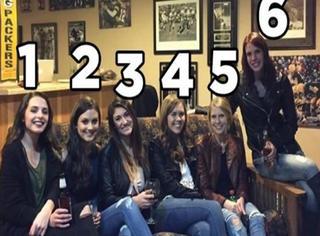 六人合影只见五双腿?全球网友齐找腿也是醉了