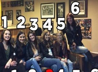 6个妹子5双腿?!还有一双哪儿去了,全球网友找不到!