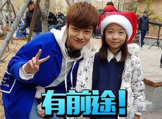 这个手牵池城,跟全智贤搭档的8岁小孩,其实是个老戏骨!