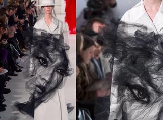 这件衣服美哭了:灵动黑纱里浮现出一张素描人脸,酷似刘雯,时而魔幻时而仙气!