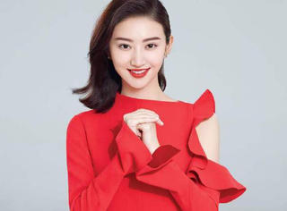 景甜可不止大唐荣耀的古装扮相美!现代装同样适合唇红齿白的她!