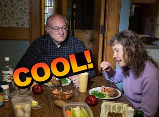 有没有好奇过别人家的晚餐?这个摄影师帮你拍全了