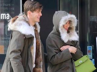 邓文迪和鲜肉男友穿情侣装逛街,一脸幸福娇羞羡煞旁人!