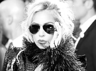 Lady Gaga格莱美玩起了金属暗黑风!真空走红毯太霸气!