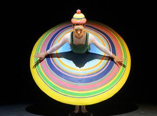 一场戏换十几套行头,这包豪斯芭蕾舞剧有剧毒毒毒