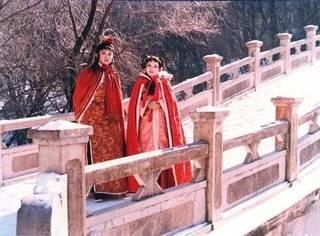 87版《红楼梦》里2700件戏服都是由她设计,至今美得心颤!