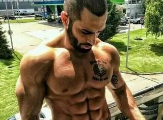 这些肌肉男除了健身一无是处?!真的好可怜啊...