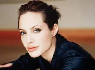 安吉丽娜·朱莉又要结婚了,敢于放弃的女人只会更美!