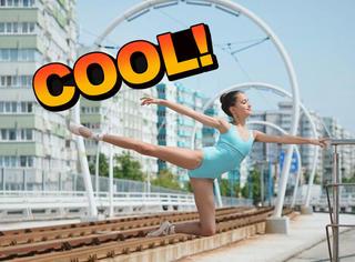 芭蕾舞演员把城市变舞台,跳出了一道风景