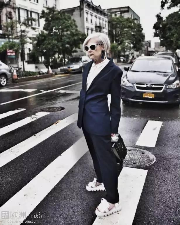 记者错把63岁教授当成时尚偶像,结果老太太比你想的潮多了