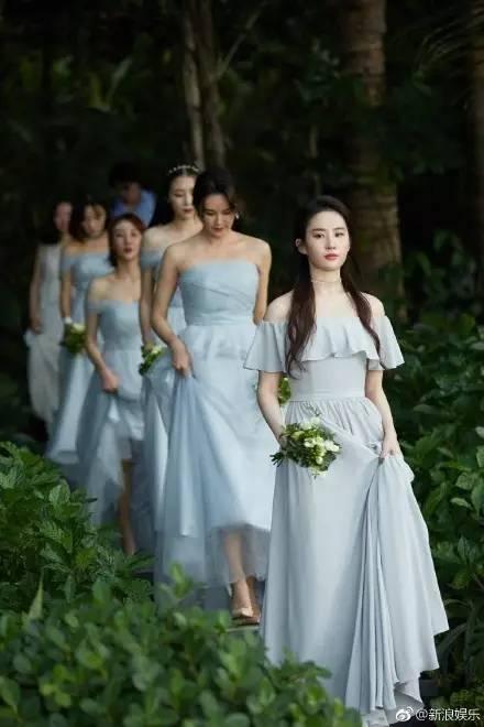 刘亦菲又碾压新娘了?伴娘服怎么穿才能风姿绰约又不喧宾夺主