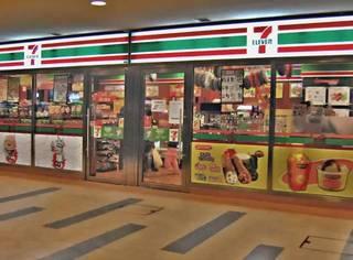 日本便利店到底有多便利,日本人才会这么离不开它,外国游客对它欲罢不能!