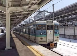 日本离海最远的地方,这趟雪山间的小火车带你穿越去江户时代