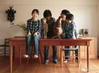"""这对日本夫妻结婚十几年,一直租房子住,每天却有100000+人""""偷窥""""他们的生活,令人羡慕不已!"""