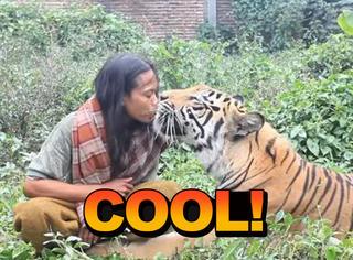 他和老虎一起生活10年,同吃同睡同玩耍