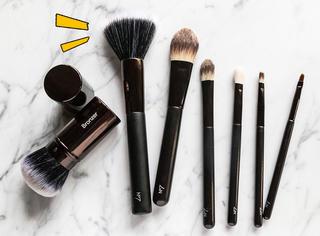 刷毛硬还分叉的化妆刷其实也有用处,你猜是啥用处?