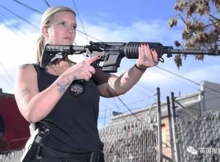 机关枪上膛,防弹衣穿好,单亲妈妈为养家化身赏金猎人
