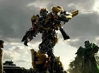 """""""变形金刚""""电影十周年:男孩都想有辆车,可大黄蜂只有一个"""