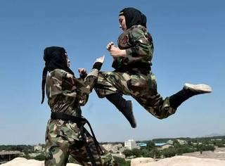 伊朗一群女忍者练习飞檐走壁,号称杀人于无形?