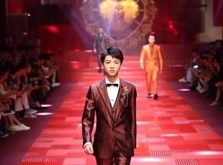 王俊凯T台处女秀霸气收官,上海国际电影节众星云集