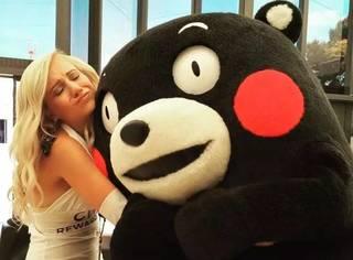 熊本熊来法国出差了,它不会迷恋这法兰西风情不愿意回家了吧