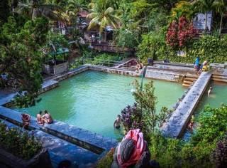 追海豚、泡温泉、逛家居、住¥300/晚的五星私人海滩酒店,这才是攻略书上没有的巴厘岛玩法!