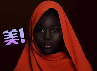 """被称为""""暗黑女王""""的女模特走红网络,乐观自信还曾为黑人发声"""